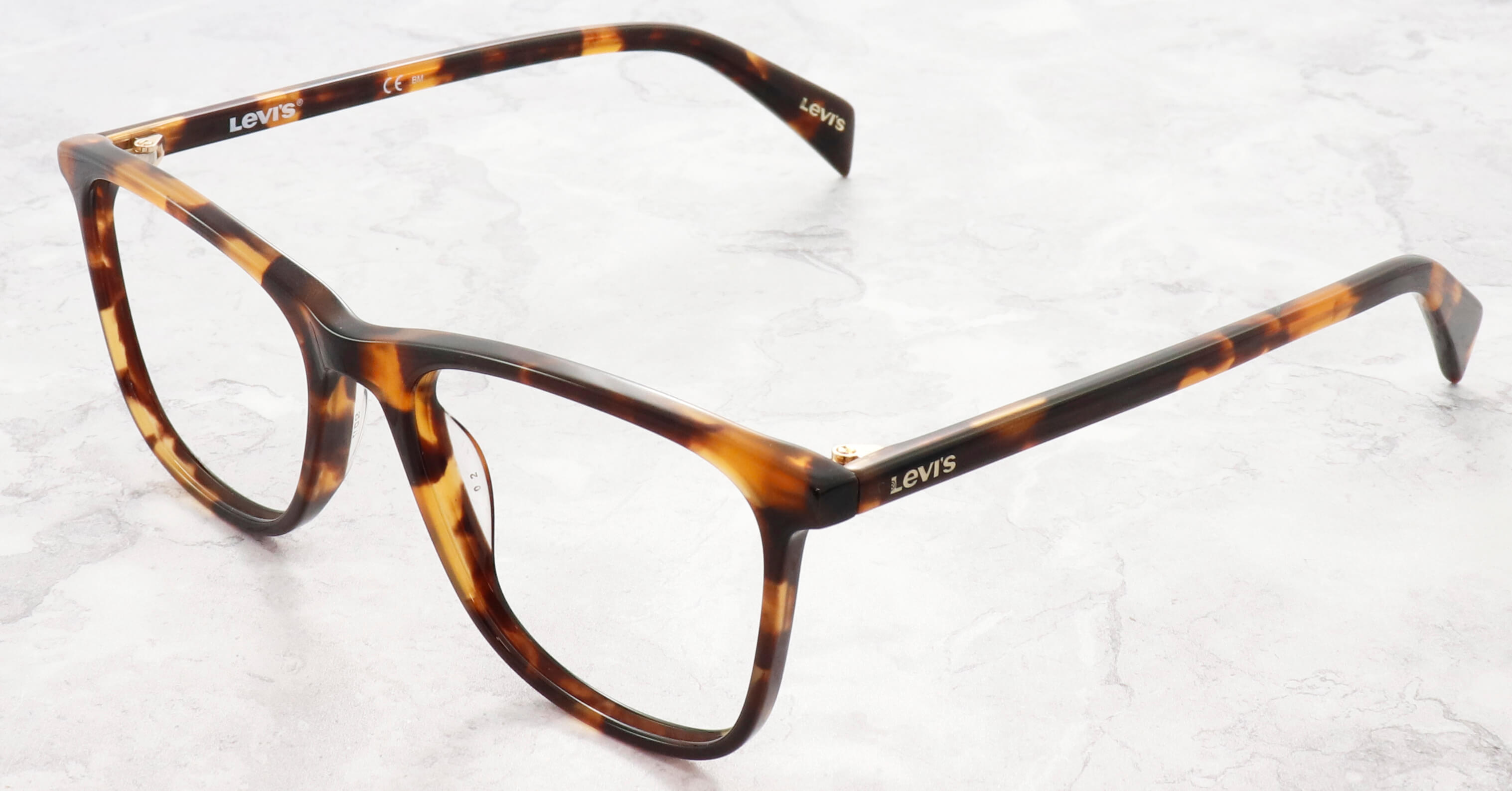 Vintage tortoiseshell for a timeless look.